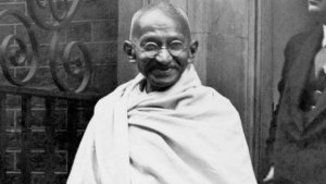 history_gandhi_on_arrival_in_britain_speech_sf_still_624x352